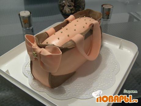 """Торт  """"Сумка """" бисквит прослоенный кремом нугат,мастика ММ,выравнивание масло и сгущёнка.  Прикрепленные изображения."""
