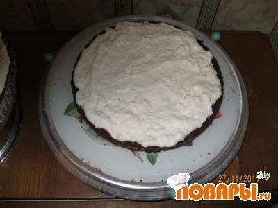 Теперь водружаем наш торт на