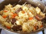 Картофельные кнедли с капустой и домашней колбасой