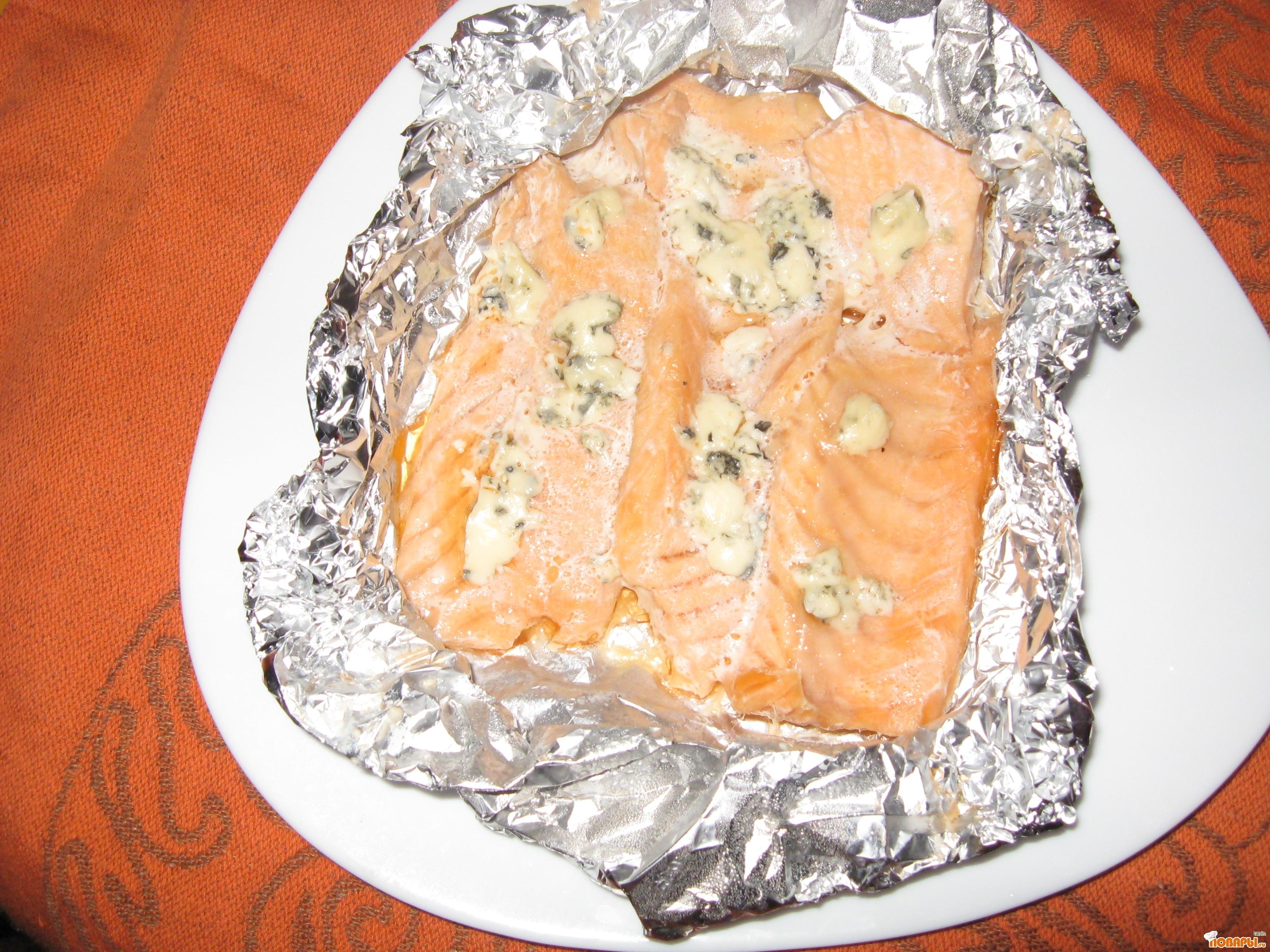 Рецепт Рыба, запеченная с сыром Дор блю