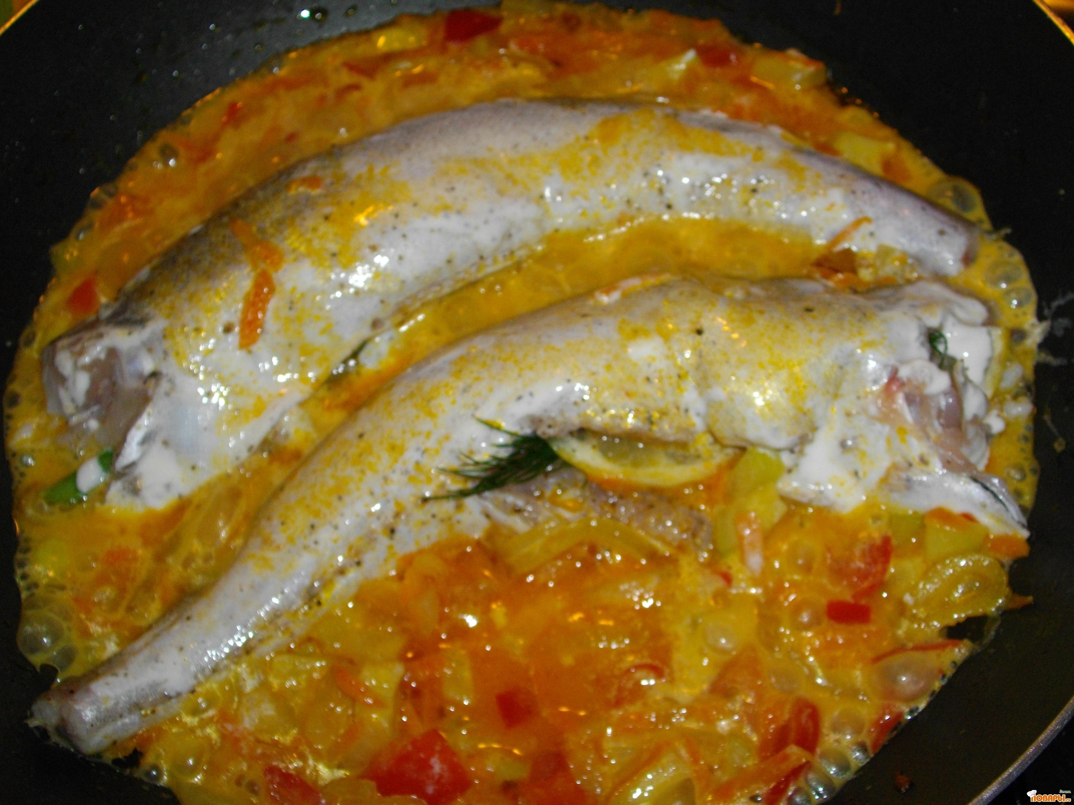 Рецепт Назелло (хек) в сливках с овощами.