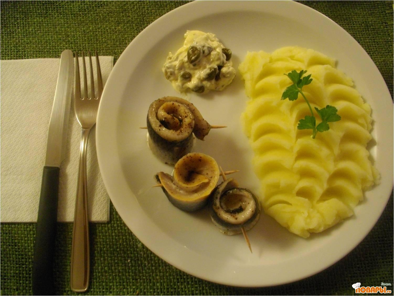 Рецепт Селедочка на пару с каперсовым соусом.