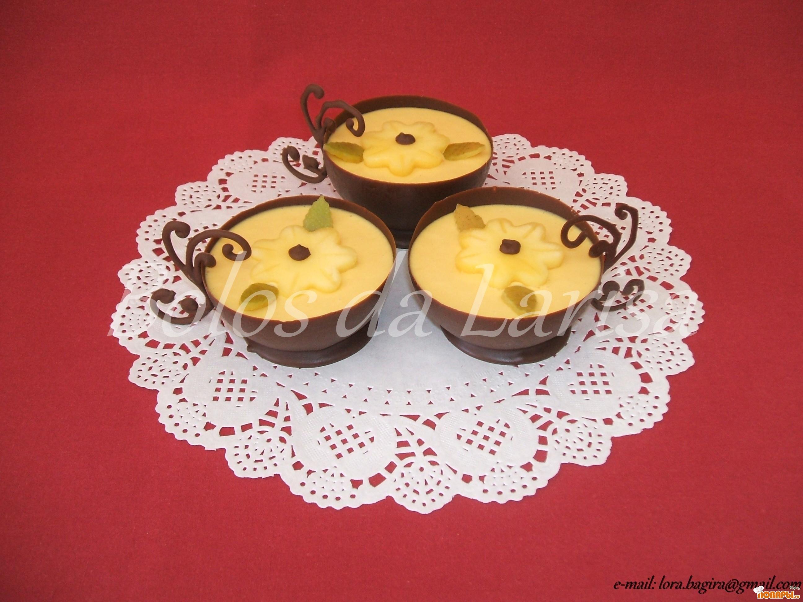 Рецепт Манговое суфле в чашечках из шоколада.