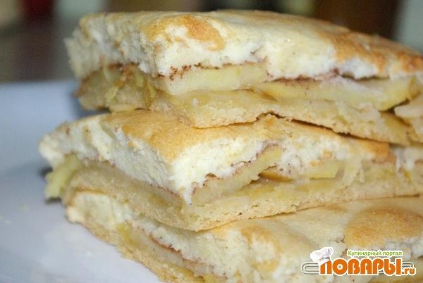 Рецепт Яблочный пирог с творожным бисквитом