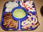 Морепродукты с соусом из авокадо