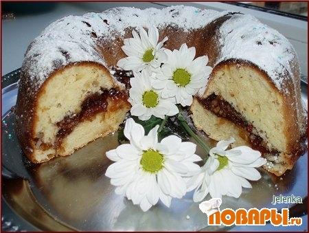 Рецепт Пышный пирог с орехами и повидлом