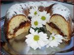 Пышный пирог с орехами и повидлом