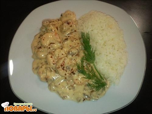 Рецепт Креветки в луково-сливочном соусе с рисовым гарниром