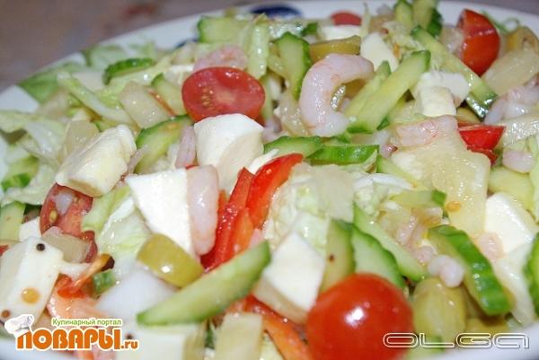 Рецепт Салат с креветками, моцареллой и ананасами