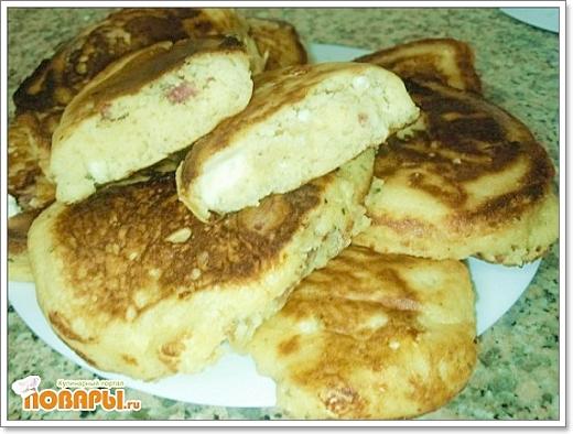 Рецепт Несладкие оладьи с брынзой и колбасой