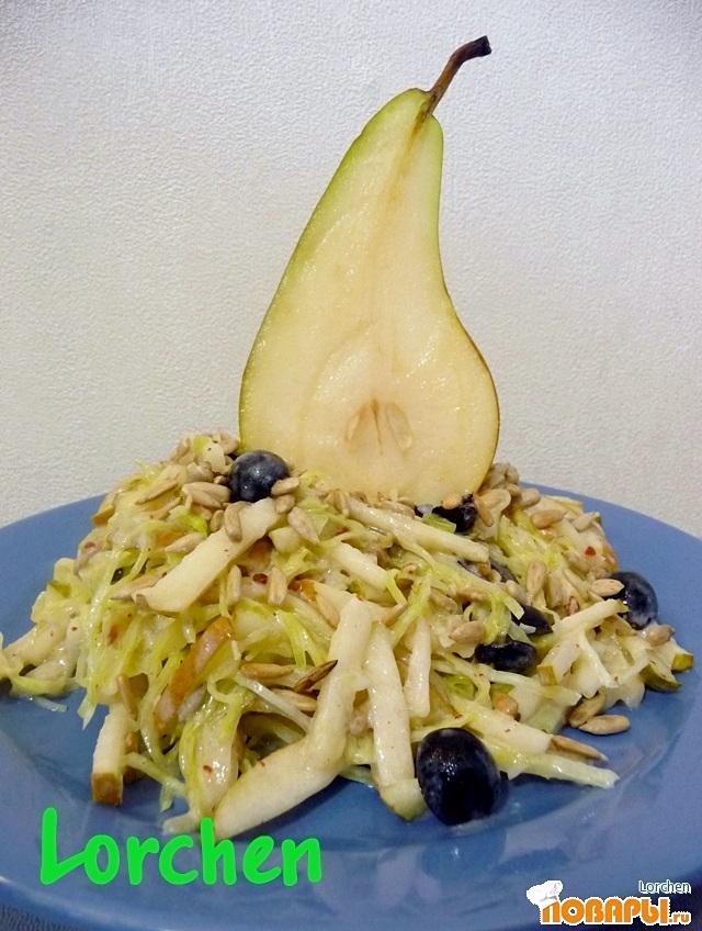 Рецепт Салат из капусты с грушей
