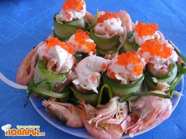 Рецепт Рулеты овощные с красной рыбой и сливочным соусом.