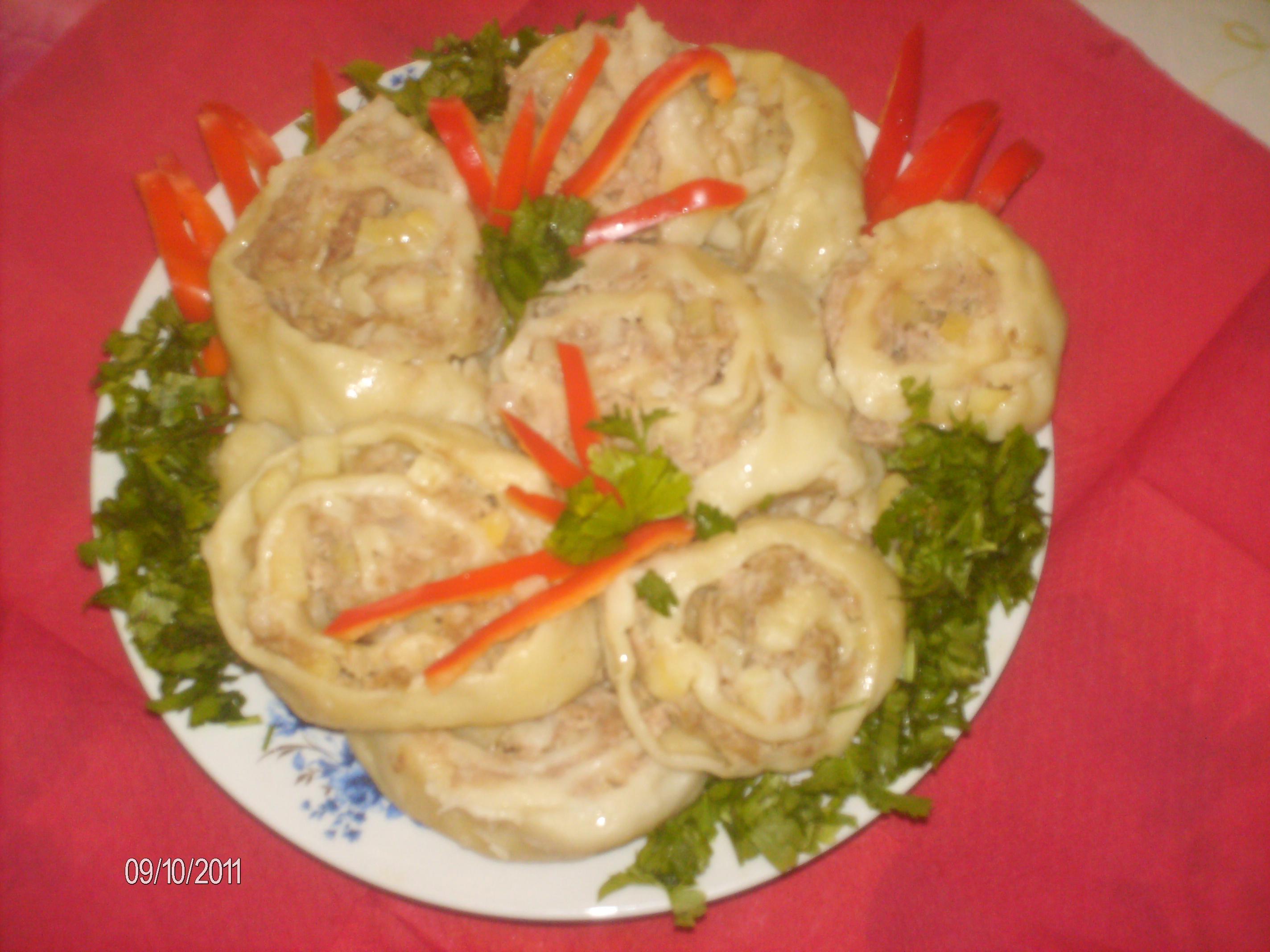Рецепт Рулетики из мяса и картофеля «Улитки»