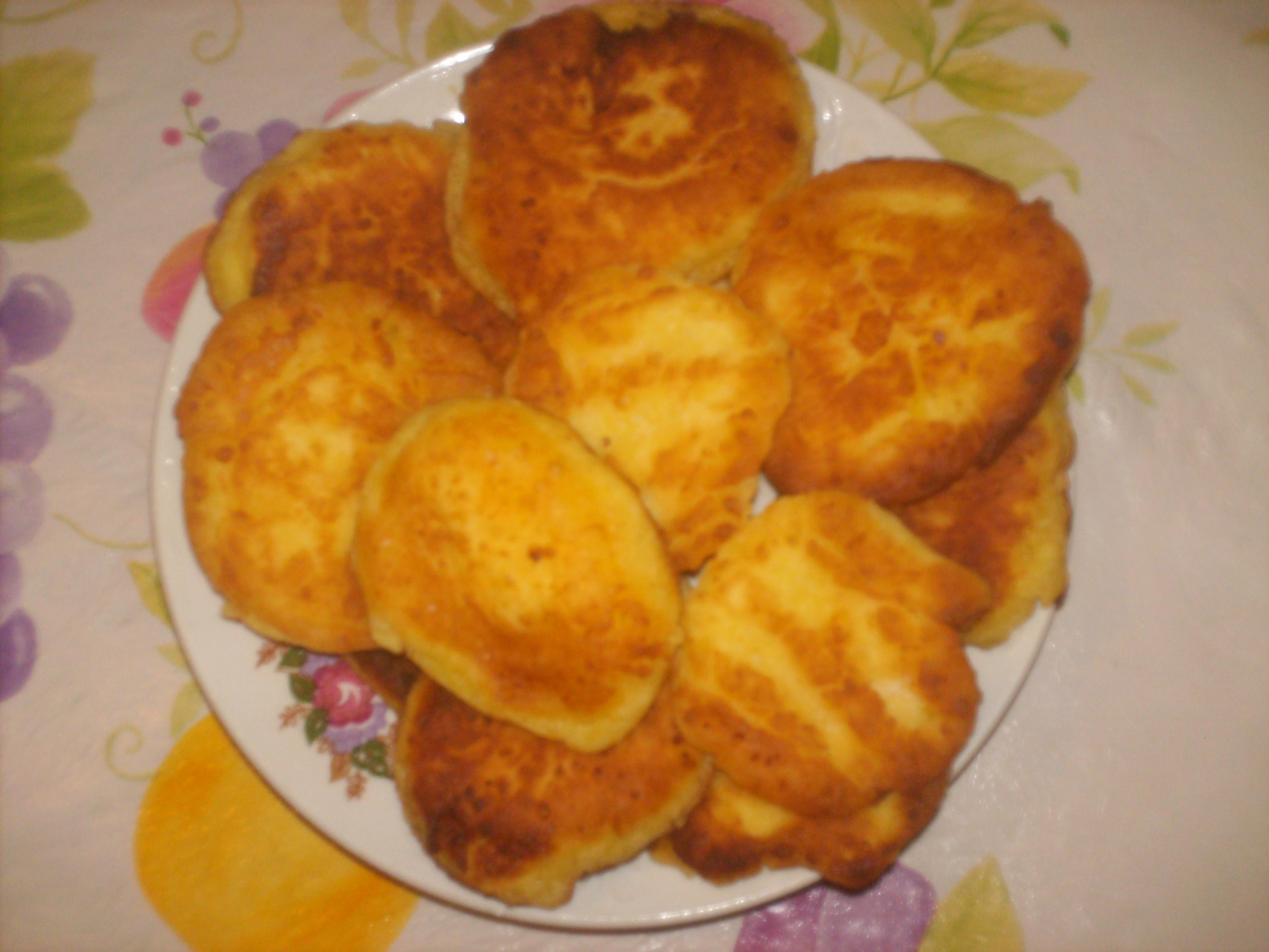 Рецепт Сырники из творога с изюмом