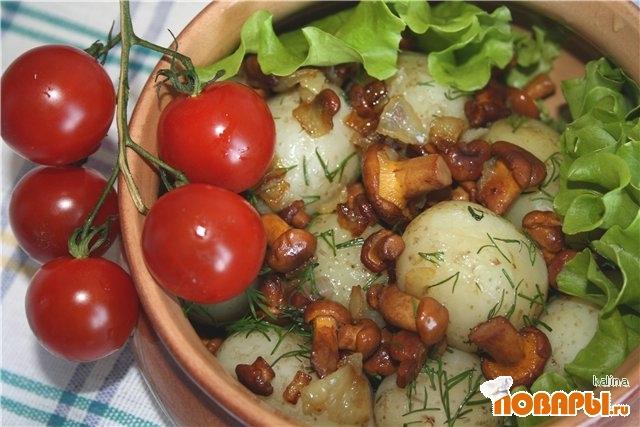 Рецепт Молодой картофель с жареными лисичками