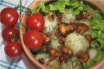 Молодой картофель с жареными лисичками