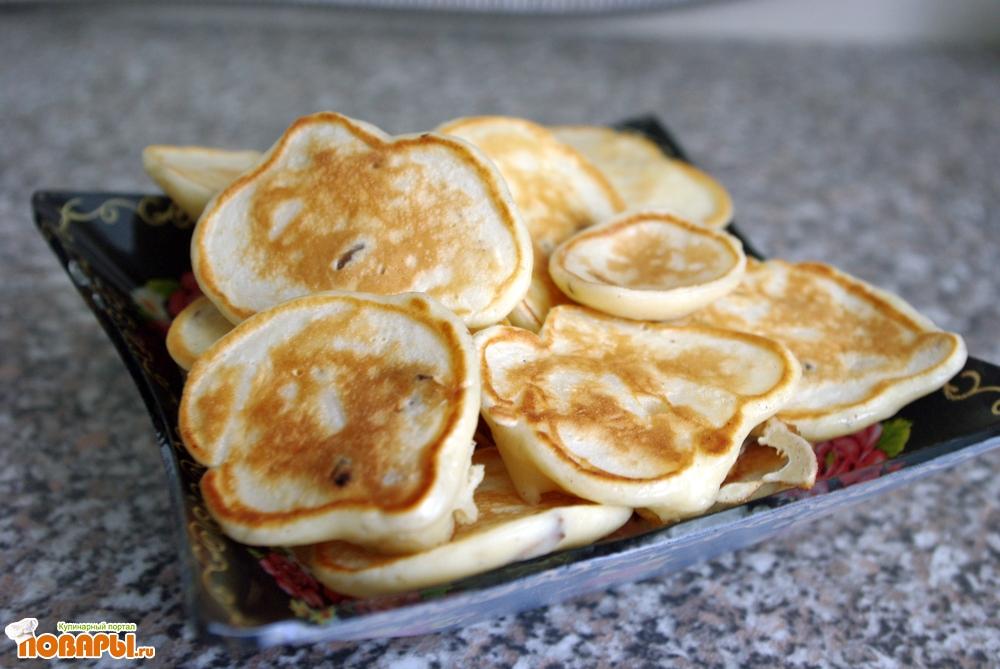 Рецепт Нежные оладьи с яблоками и изюмом