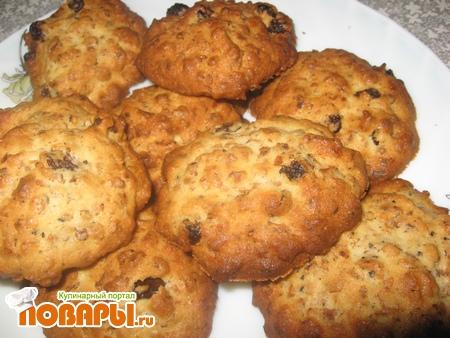 Рецепт Печенье с овсяными хлопьями и изюмом