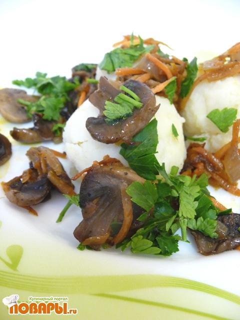 Рецепт Картофельные колобки с зажаркой из грибов