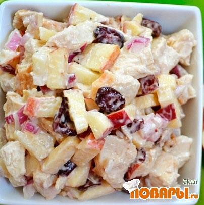 Рецепт Салат картофельный с курицей и яблоками
