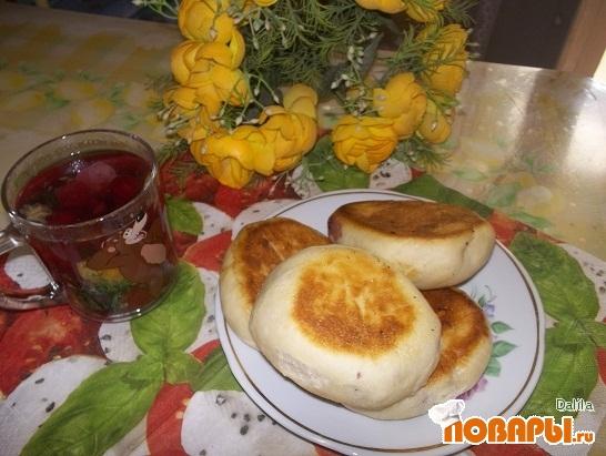 Рецепт Пирожки из дрожжевого теста с вишней и абрикосами
