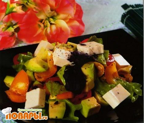 Рецепт Сырный салат с авокадо по-неаполитански
