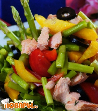Рецепт Салат с семгой и спаржей по-мадридски