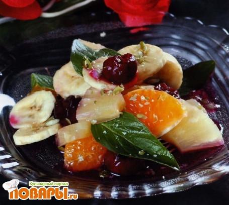 Рецепт Фруктовый салат с черешней по-крымски