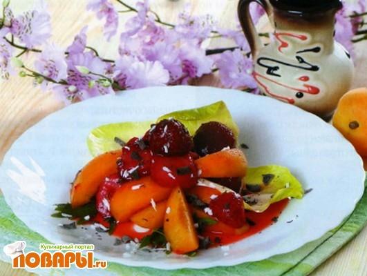 Рецепт Клубничный салат по-украински