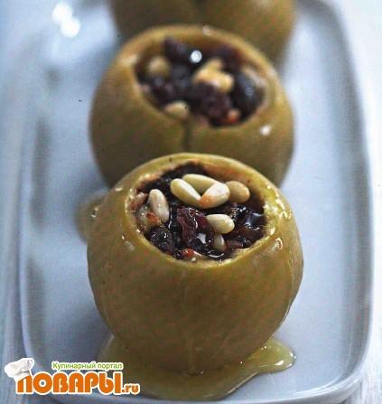 Рецепт Запеченные яблоки с сухофруктами и орехами