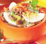 Яйца, запеченные с грибами и луком