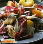Теплый салат с копченой рыбой