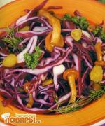 Салат из капусты и маринованных опят