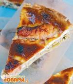 Пирог с копченым лососем, луком-пореем и апельсинами