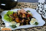 Салат из консервированного лосося с фасолью по-шведски