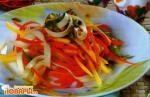 Салат из лапши с манго по-камбоджийски