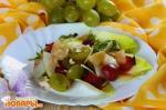 Салат из винограда и яблок по-испански