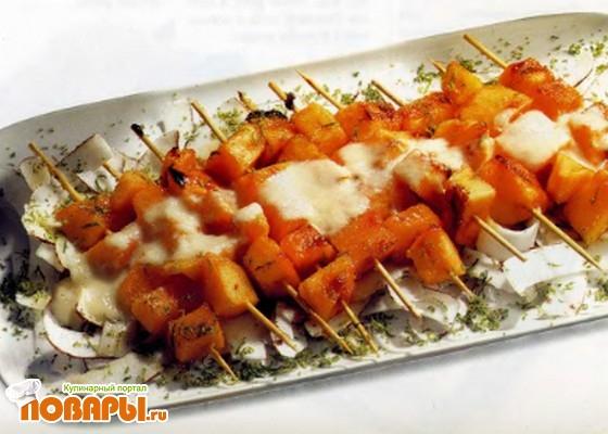 Рецепт Дыня на шпажках с ананасовым соусом
