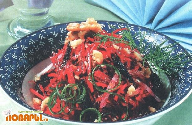 Рецепт Салат из свеклы с орехами, черносливом и изюмом