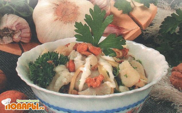 Рецепт Салат из цветной капусты с сыром и чесноком