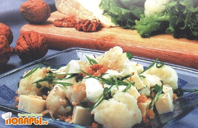 Рецепт Салат из цветной капусты с орехами и брынзой