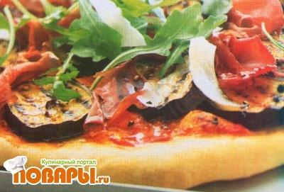 Рецепт Пицца с баклажаном, брезаолой, рукколой и пармезаном
