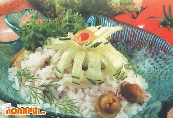 Рецепт Салат с консервированной рыбой и рисом