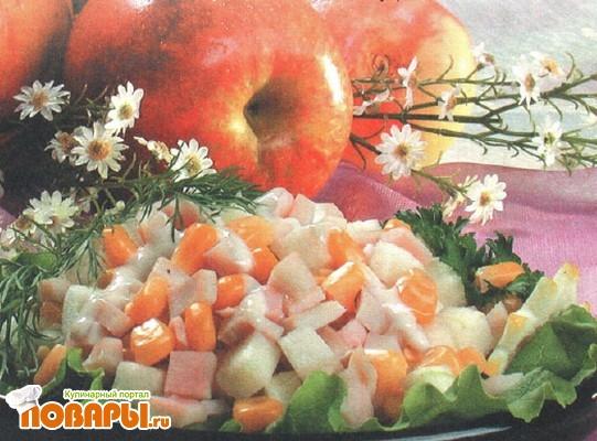 Рецепт Салат из яблок и кукурузы с кальмарами