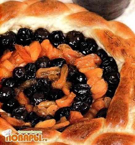 Рецепт Пирог с курагой и сливовым вареньем