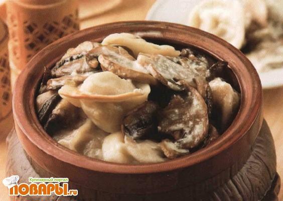 Рецепт Пельмени с грибами в горшочках