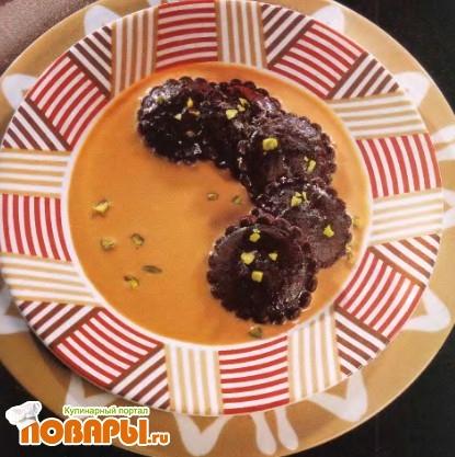 Рецепт Шоколадные равиоли с цикорным соусом