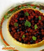 Пирог с кремом и ягодами