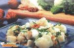 Салат из цветной капусты с орехами и брынзой