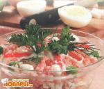 Салат из кальмаров, рыбы и крабовых палочек